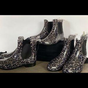 Rubber animal print rainboots